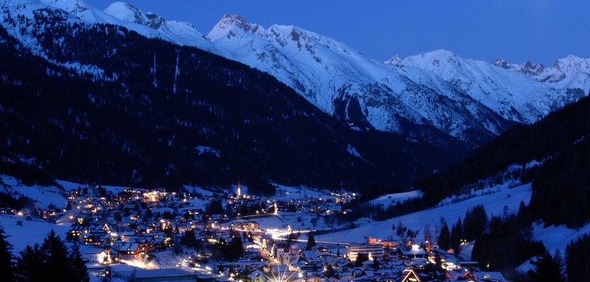 Austria_Seefeld_Valley-view-night.jpg
